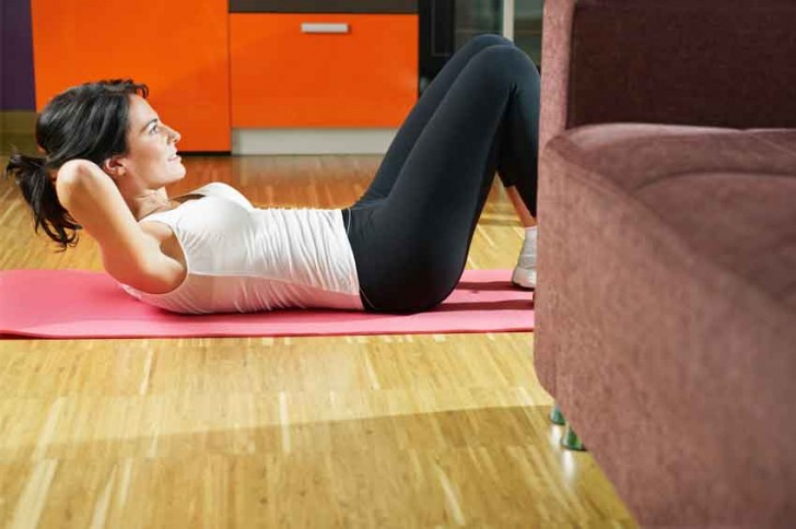 10 ejercicios para hacer deporte en casa